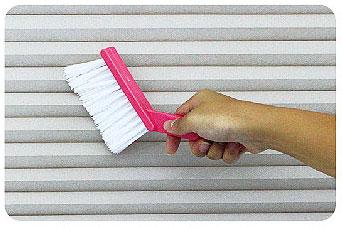 ハニカム構造・断熱ブラインドのお手入れ方法(ブラシ使用の場合)